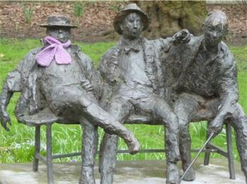 Op het bankje: Bavink, Hoyer en Koekebakker